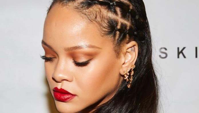 Rihanna: Συγγνώμη Από Τους Μουσουλμάνους Για Το Σόου Της