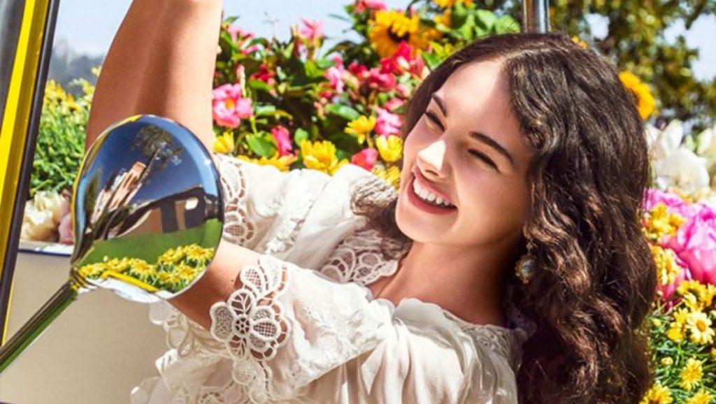 Deva Cassel: Η 16χρονη κόρη της Monica Bellucci ποζάρει για το γαλλικό Elle