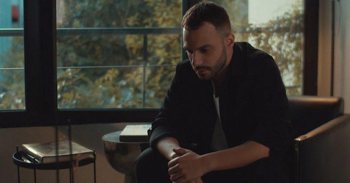 «Αχ Και Να Σ' Έβλεπα»   Ο Δημήτρης Καραδήμος παρουσιάζει το νέο του τραγούδι!