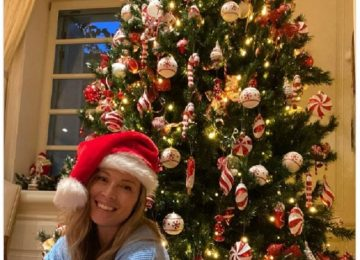 Μαριέττα Χρουσαλά: Στόλισε το χριστουγεννιάτικο δέντρο της και μοιράστηκε τη στιγμή με τους φίλους της