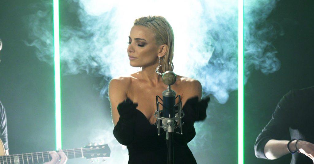 Josephine | Εντυπωσιάζει με την acoustic version της επιτυχίας της «Εγώ»!