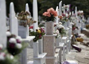 Κάρπαθος: Έβαλαν μουσική και φωτορυθμικά σε νεκροταφείο για να γιορτάσουν