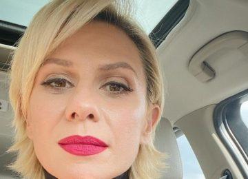 Κατερίνα Καραβάτου: Ποζάρει Χωρίς Ίχνος Μακιγιάζ