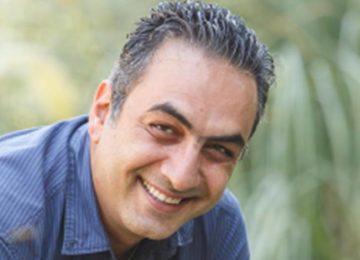 Γιατί ο Λούης Πατσαλίδης δάγκωσε τον μαέστρο της Συμφωνικής Ορχήστρας Νέων