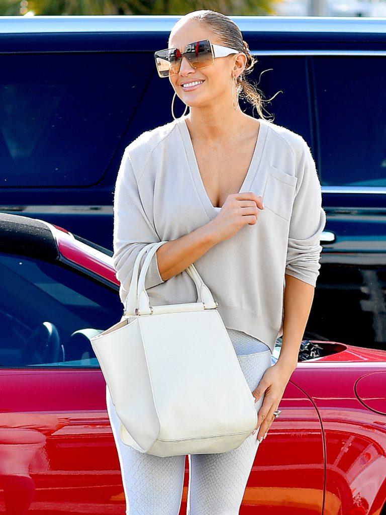 Η Jennifer Lopez πήγε για χριστουγεννιάτικο shopping φορώντας το παλτό των ονείρων μας!