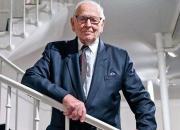 Πέθανε στα 98 του ο σπουδαίος Γάλλος σχεδιαστής μόδας Πιερ Καρντέν