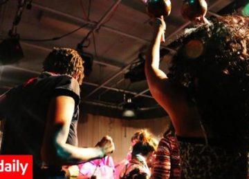10 τραγούδια για να θυμηθούμε γιατί περιμέναμε τα Σάββατα (video)