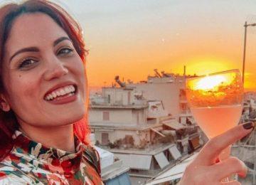 Μαίρη Συνατσάκη: Ταΐζει Δύο Πανέμορφη Κατσικάκια!
