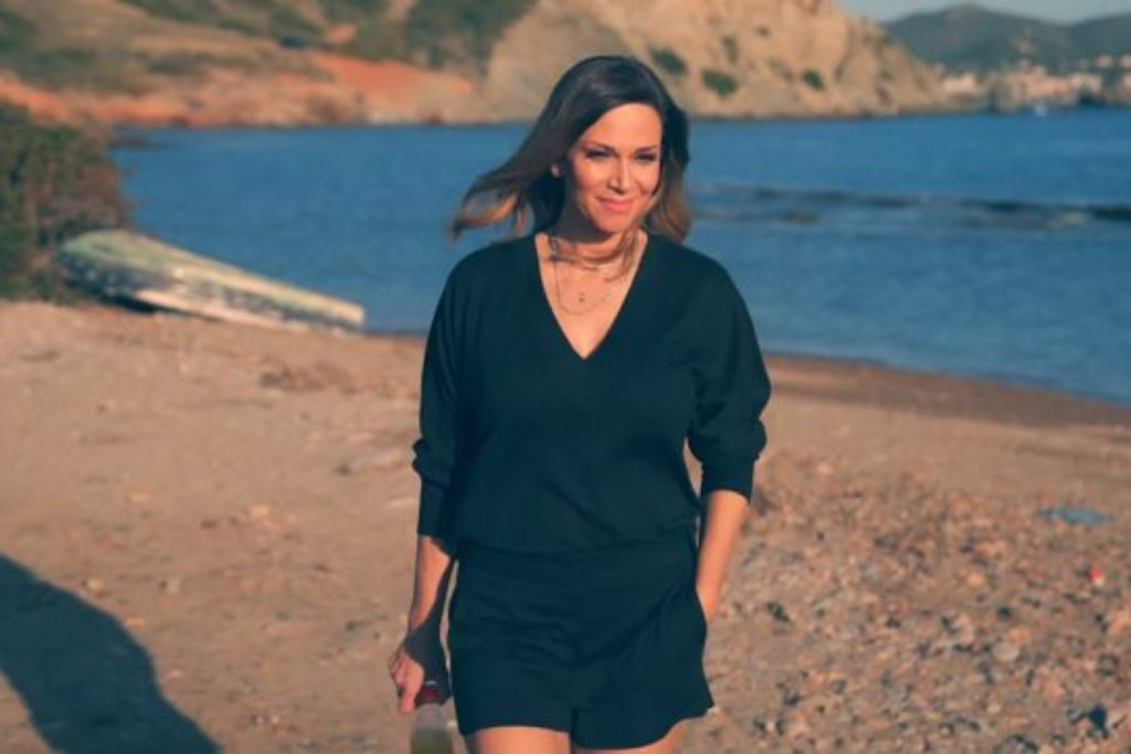 Έλλη Κοκκίνου - «Κρατάει Χρόνια» | Το επόμενο τραγούδι μέσα από το νέο της άλμπουμ «Τα Συναισθήματά Μου»!