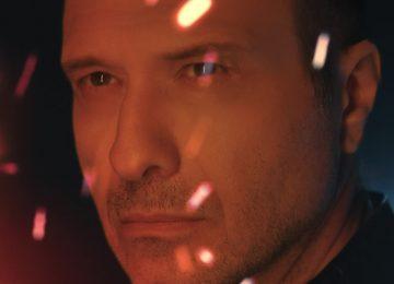 Γιάννης Πλούταρχος - «Μόνος Μου» | Η νέα επιτυχία του και το εντυπωσιακό music video!