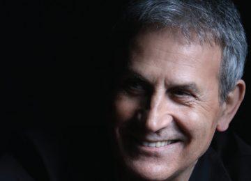 Γιώργος Νταλάρας | Τραγουδά «Στου Κόσμου Το Μπαλκόνι»!