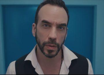 Ο Πάνος Μουζουράκης δηλώνει «Μπερδεμένος» στο νέο του video clip… ή μήπως όχι;