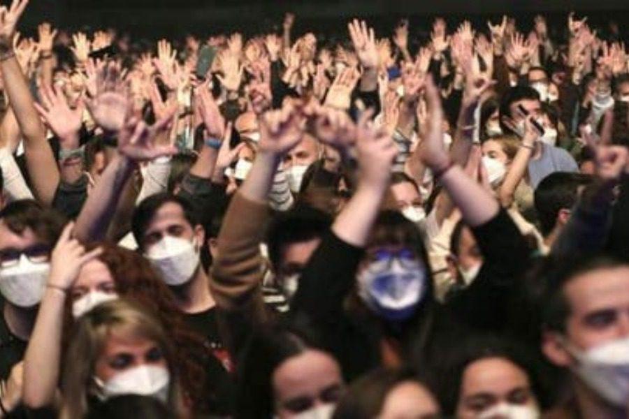 Το πείραμα της Ισπανίας: 5.000 θεατές σε ροκ συναυλία (pics+video)