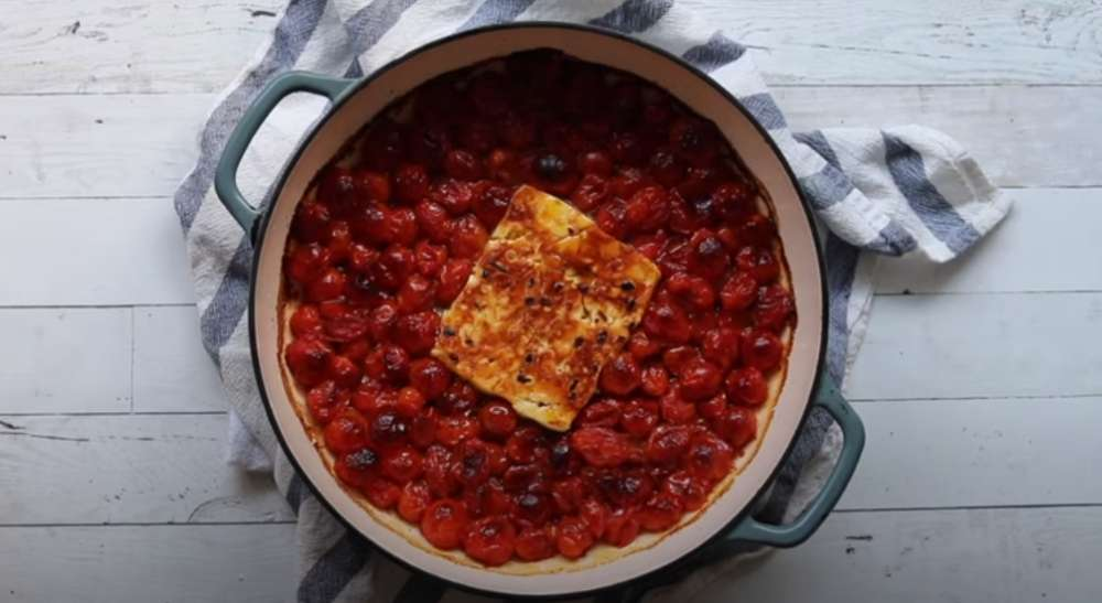 Feta Pasta Challenge: Εσύ δοκίμασες τη viral συνταγή της καραντίνας που σαρώνει το TikTok;