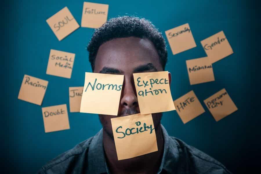 Άλλαξε τα κοινωνικά δεδομένα, όχι τον εαυτό σου – neolaia.gr