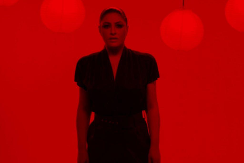 Έλενα Παπαρίζου | Το νέο της single με τίτλο «Για Ποια Αγάπη»!