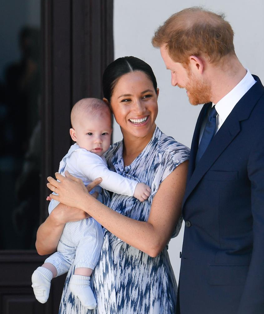 3902270784952126 prince-harry-duke-of-sussex-meghan-duchess-of-sussex-and-news-photo-1586209081