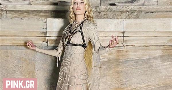 Ιωάννα Γκίκα: Ποια είναι η τραγουδίστρια που άνοιξε το show του Dior (pics+video)