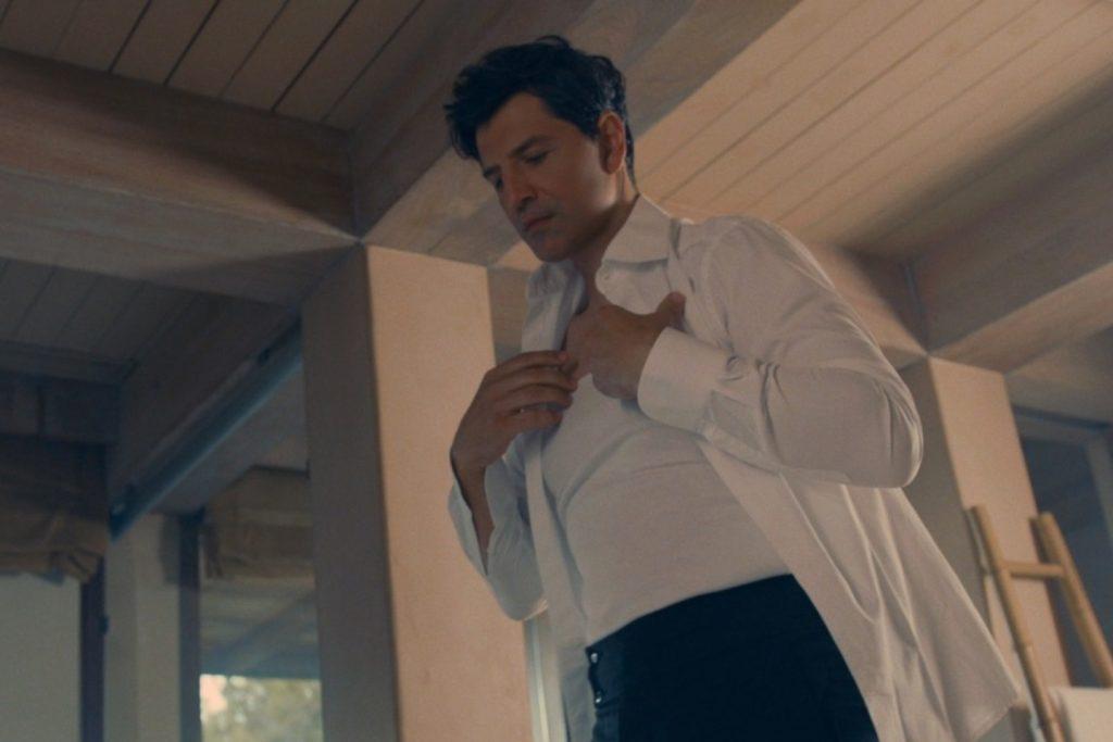 «Πάρε Με Αγκαλιά» | Ο Σάκης Ρουβάς παρουσιάζει το νέο του video clip!