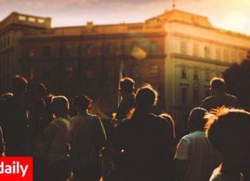 10 τραγούδια για όποιον περνάει το καλοκαίρι στην πόλη (video)