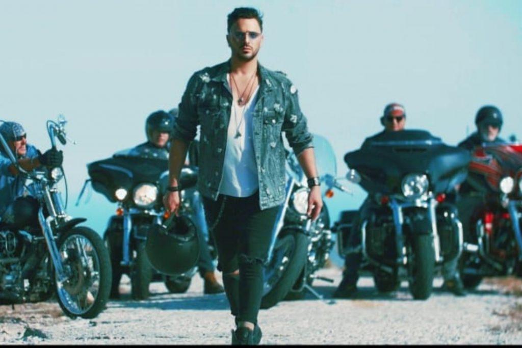 Νίκος Δούρος   Το νέο του videoclip και η συμμετοχή-έκπληξη με άρωμα Scorpions!