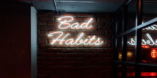 Τρεις συνήθειες που σου κάνουν κακό και πρέπει να τις αλλάξεις άμεσα