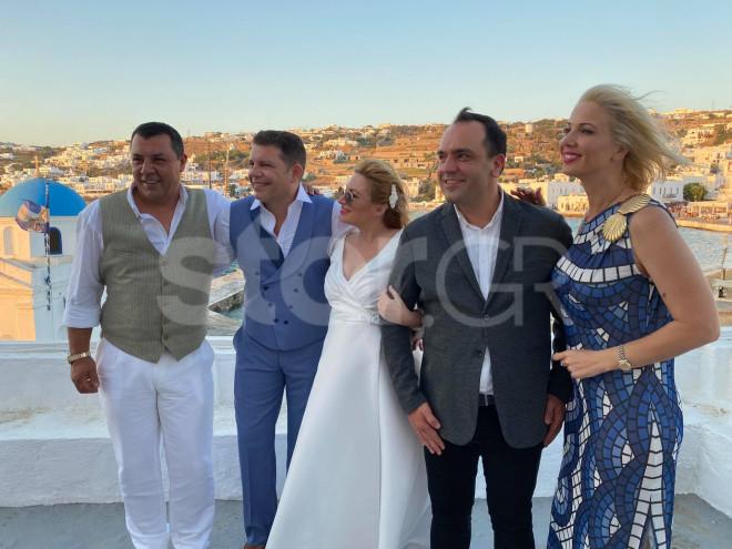 Γρηγόρης Μπιθικώτσης και Ελένη Τσιριγκάκη παντρελυτηκαν στη Μύκονο