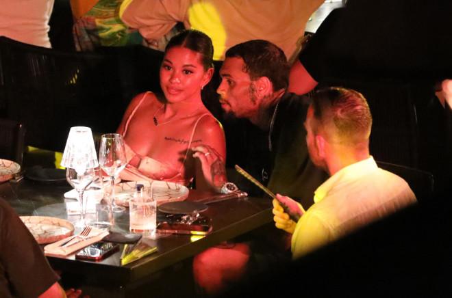 O Chris Brown στη Μύκονο με την πρώην σύντροφό του harris