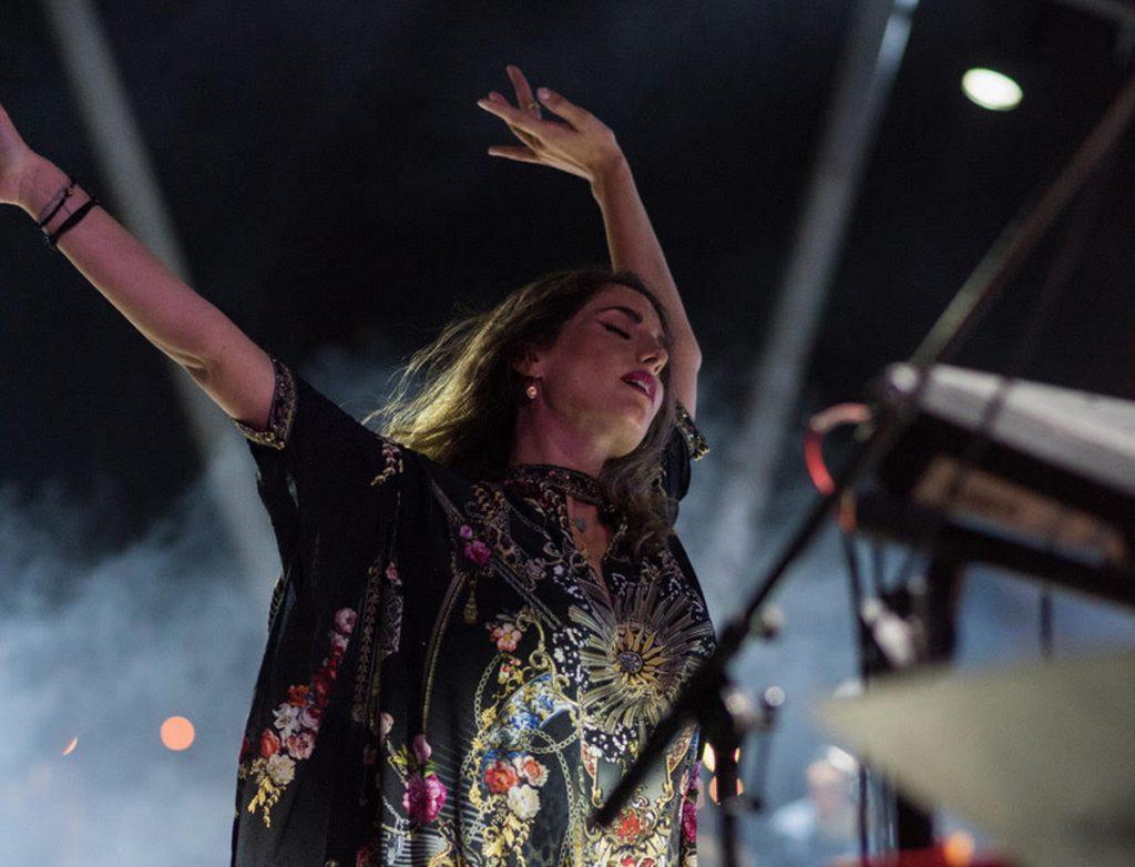Παυλίνα Βουλγαράκη: Πλήθος κόσμου στη συναυλία της στο Σταύρος Νιάρχος