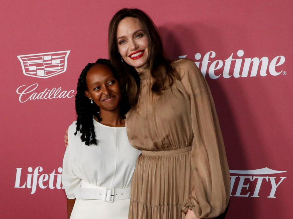 Angelina Jolie: Kάνει την διαφορά στο red carpet με minimal εμφάνιση που λατρέψαμε