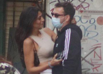 Εύη Ιωαννίδου - Ίνο Φάις: Αγκαλιασμένο το ζευγάρι στο κέντρο της Αθήνας
